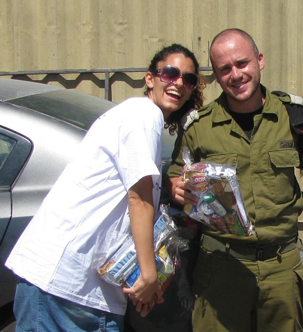 Volunteer giving package to soldier