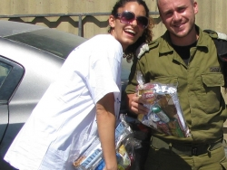 Volunteer giving package to soldier