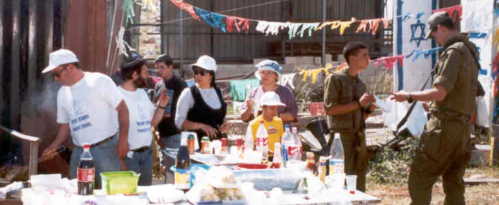 Yom Haatzmaut celebration with soldiers